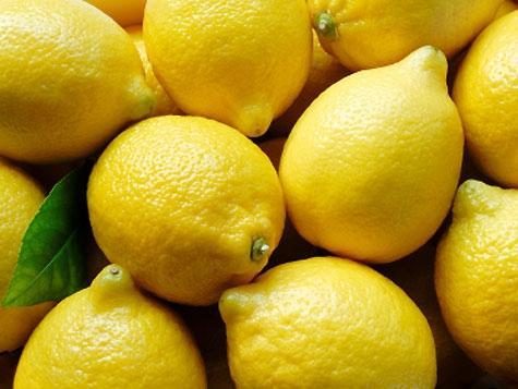 Bimbo vende limonata per aiutare papà malato e incassa 10 mila dollari