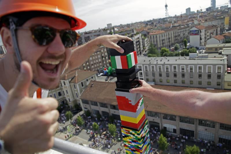 La Torre più alta del mondo… in Lego!